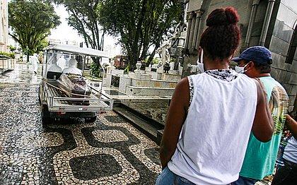 Brasil registra 1.954 mortes por covid-19 em 24 horas e bate novo recorde