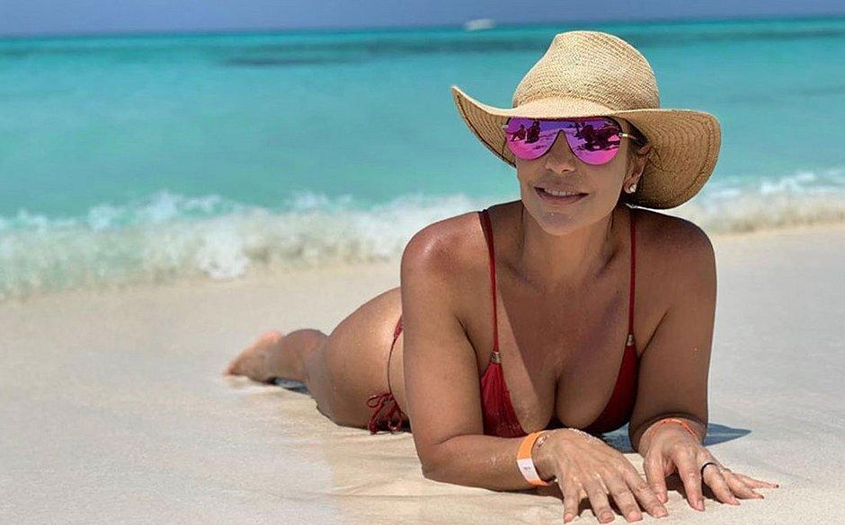 Depois de cruzeiro pelo Caribe, Ivete continua as férias nas Maldivas