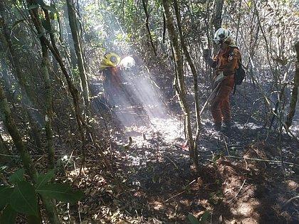 Focos de incêndio são controlados na Serra das Almas