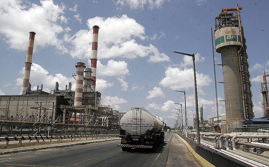 STF diz que Petrobras pode criar subsidiárias para vender RLAM e outras sete refinarias