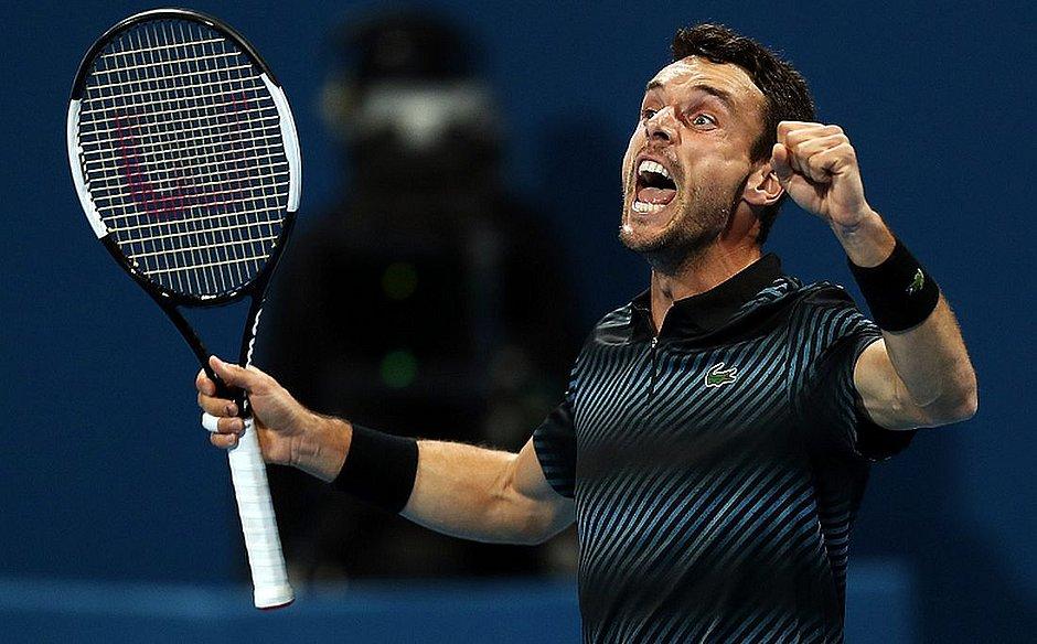 Bautista Agut comemora muito vitória sobre Djokovic