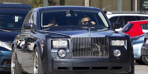 Lady Gaga ao volante de um Rolls-Royce Phantom