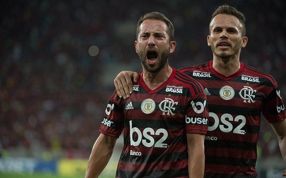 Everton Ribeiro marcou um dos gols do Flamengo
