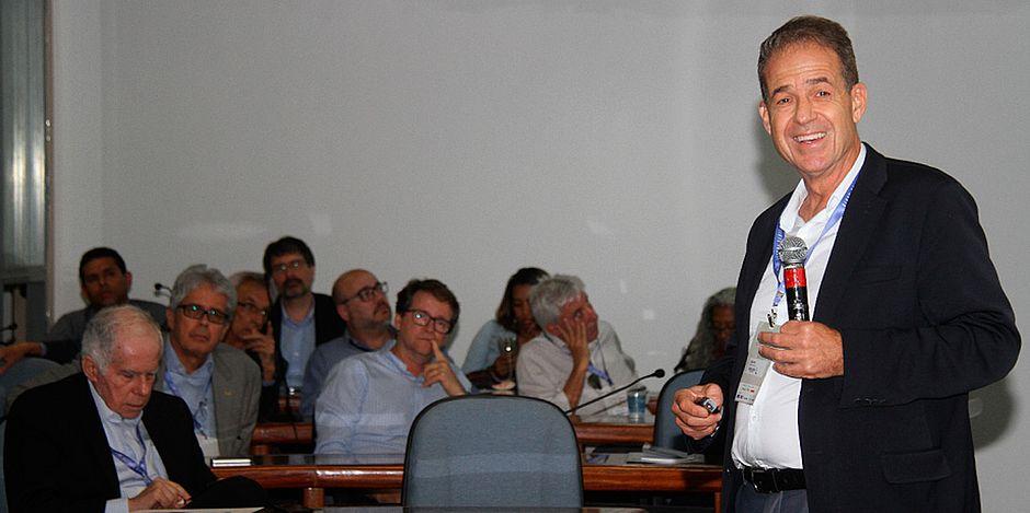 Palestrante fala sobre desafios para o desenvolvimento dos transportes