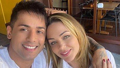 Cantor Tiago Silva explica resultado de cirurgia para aumento peniano: 'Não deforma'