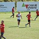 De olho no Vila Nova, elenco do Vitória treina na Toca do Leão