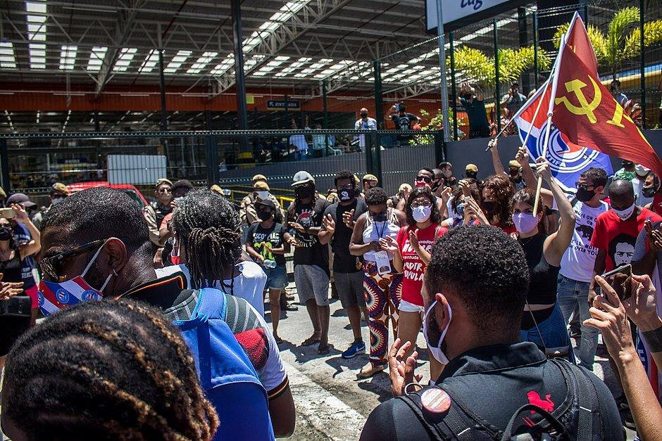 Morte no Carrefour: 'foram socos e pontapés em todos nós', diz manifestante em ato na Bonocô