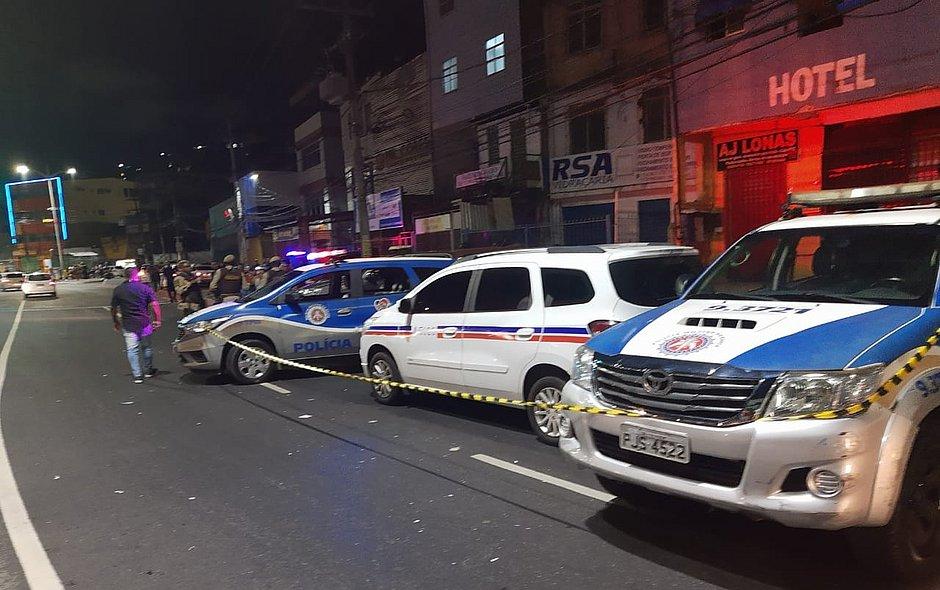 Taxista é morto a tiros na Avenida Barros Reis; casal suspeito é preso