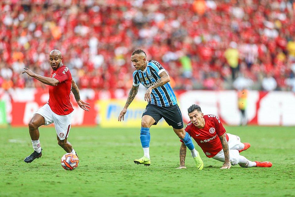 20e5ef819023c Inter e Grêmio empatam no jogo de ida da final do Gaúcho - Jornal ...