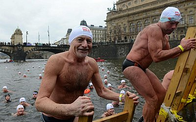 Tradicional piscina de Natal no Rio Vltava, na capital Checa, Praga
