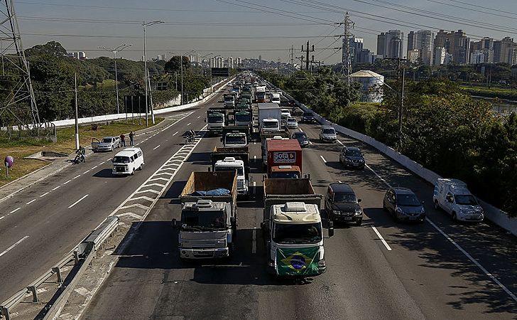 Protestos de caminhoneiros continuam mesmo após acordo anunciado pelo governo