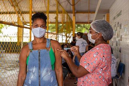 Brasil tem 34,9 mi de vacinados contra covid em 1ª dose; 16,5% do total
