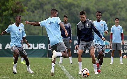 Luciano comanda o ataque tricolor diante do Atlético-PR