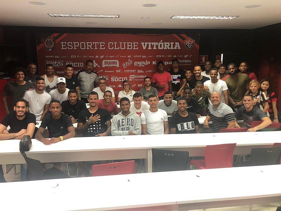 Verônica Almeida com o elenco rubro-negro no Barradão