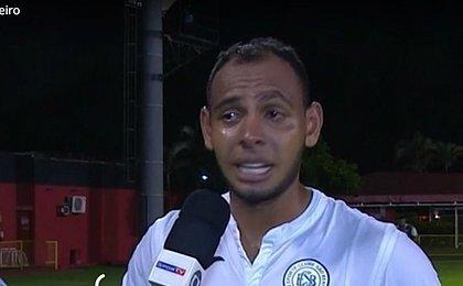 Emocionado, Mansur desabafa: 'Não esqueço o que passei aqui'