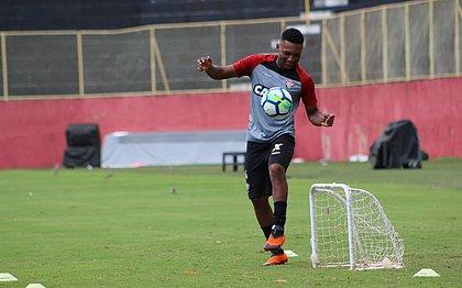 Eron renova contrato com o Vitória até dezembro de 2021