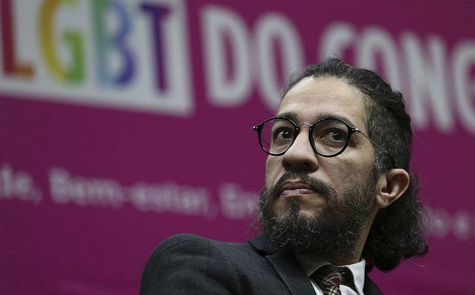 Jean Wyllys diz que filho de Bolsonaro é 'bicha travada num armário'