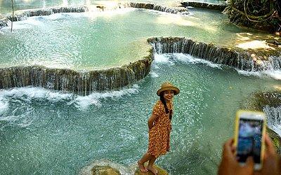 Cachoeiras Kuang Si, um ponto turístico popular a 30 km de Luang Prabang.