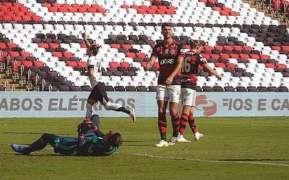 Vina comemora o gol no Maracanã