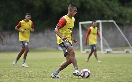 Ex-Caldense, volante Lucas Silva treina na Toca do Leão