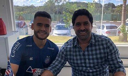 Acompanhado do empresário, Patrick de Lucca assinou renovação com o Bahia