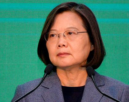 Presidente de Taiwan é reeleita propondo postura mais dura em relação à China