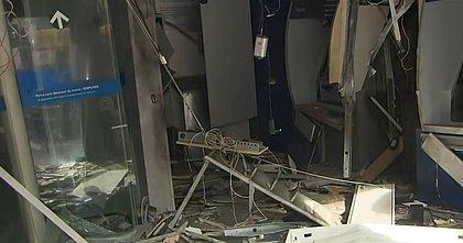 Com explosivos, bandidos atacam agência da Caixa na Fazenda Grande do Retiro