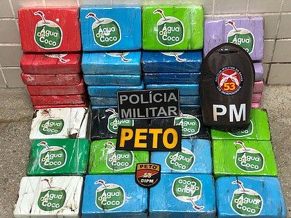 Polícia apreende R$ 720 mil em cocaína embaladas com símbolo de água de coco