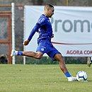 Poupado contra o Santos, Gregore volta ao time em decisão contra o Grêmio