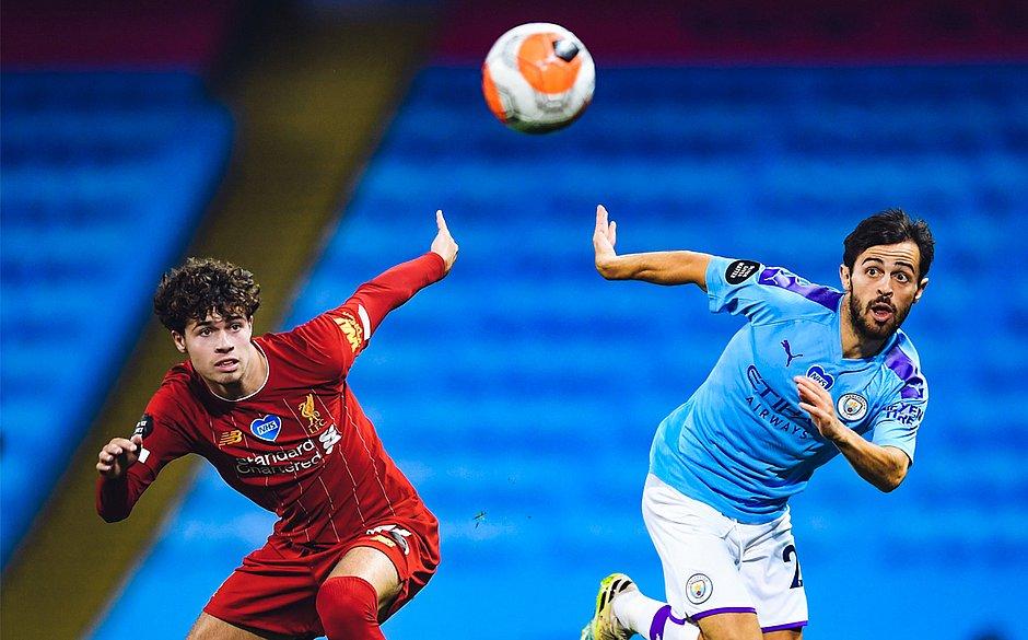 City mete 4 no Liverpool, carimba faixa do campeão inglês e provoca com 'fab four'