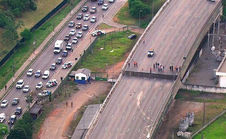 Viaduto cede dois metros na Marginal Pinheiros, em São Paulo