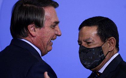 Bolsonaro diz que Mourão às vezes atrapalha e compara vice a cunhado: 'tem que aturar'