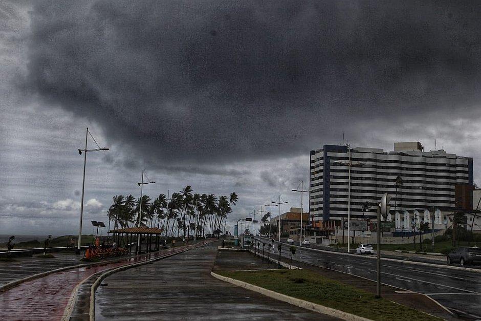 Frente fria trará chuvas fortes e ventos de até 61km/h em Salvador