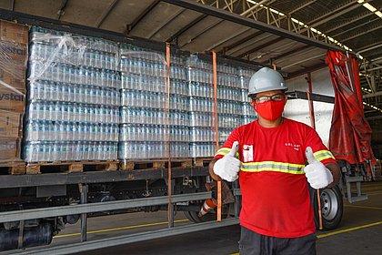 Solar Coca-Cola doa 12 mil litros de água a profissionais de saúde de hospitais da Bahia