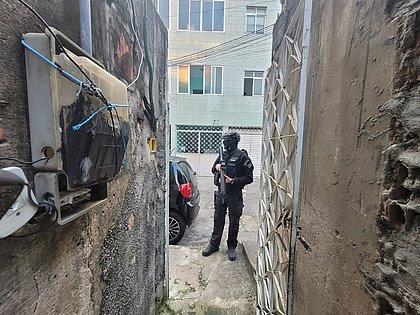 Policial durante operação