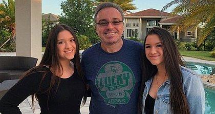 As gêmeas Marina e Sofia Liberato e o pai, o apresentador Gugu, que morreu em 2019