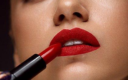 Tá tendo promoção de batons em sites por causa do Dia do Beijo: até 35% de desconto