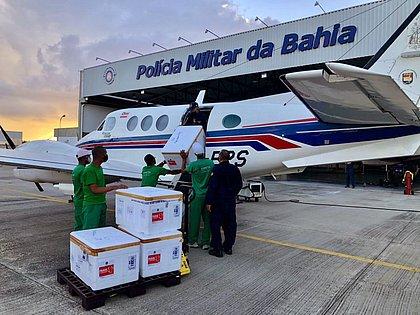 Bahia recebe mais 165 mil doses da Coronavac durante a madrugada