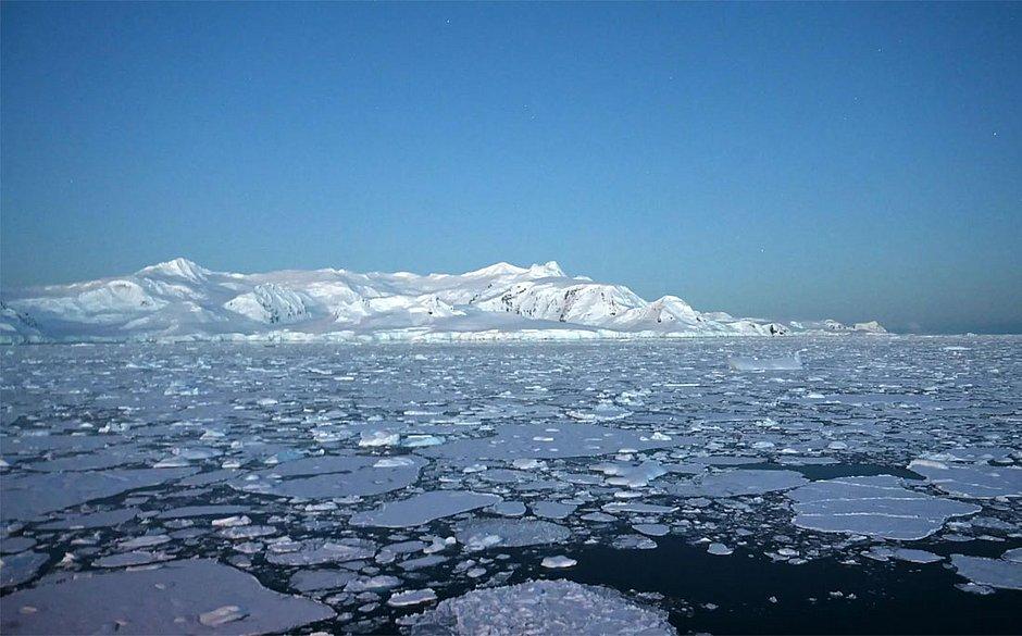 Geleiras nas ilhas Shetland do Sul, na Antártica