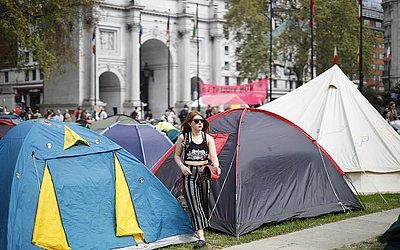 Ativistas da mudança climática acampam em Londres, no oitavo dia de protesto do grupo pedindo mudança política para combater as mudanças de clima no planeta.  963 pessoas foram presas
