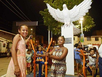 Prefeituraentrega praça e anuncia nova iluminação no Bairro da Paz