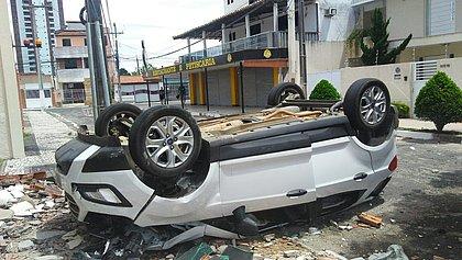 Manobrista perde o controle e carro despenca de dois andares em hotel na Bahia