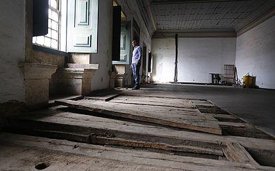Área do templo que está interditada, também por ameaça de queda