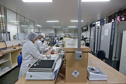 Lacen inaugura nova ala e dobra capacidade de testes para covid-19
