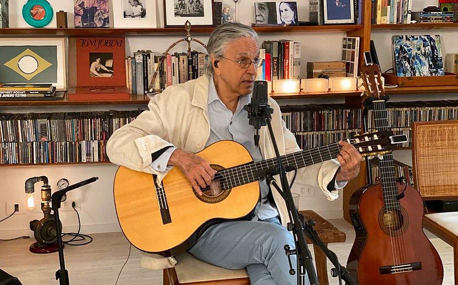 Caetano Veloso festeja 78 anos em live histórica com filhos; veja trechos