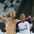 Titulares contra o Botafogo, Nilton e Vinícius comemoram classificação às quartas de final diante do Botafogo