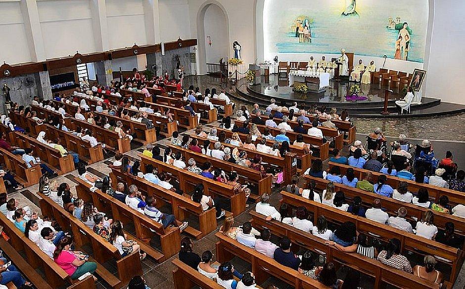 Cenas como a dessa imagem, com o Santuário da Santa Dulce lotado, não serão vistas na festa da Santa em 2020