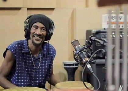 Banda faz live em homenagem a percussionista assassinado em Periperi