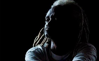 Caetano faz homenagem a capoeirista morto após briga por política
