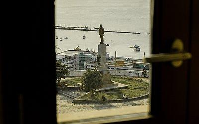 Hotel tem vista para praça e estátua de Castro Alves